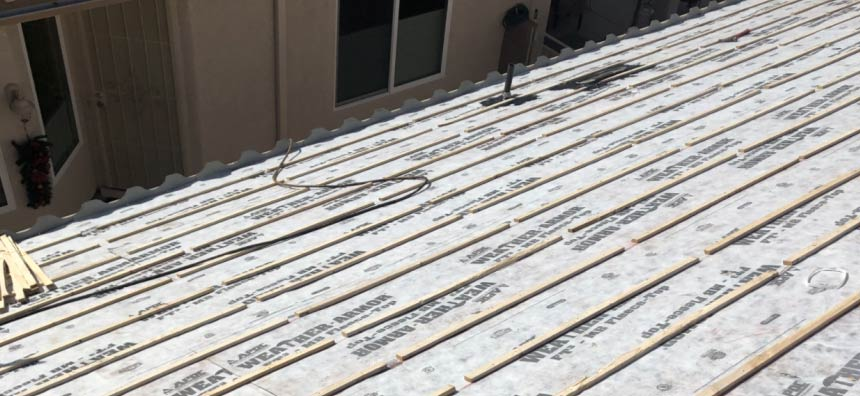 Tucson roofing company installing a tile roof